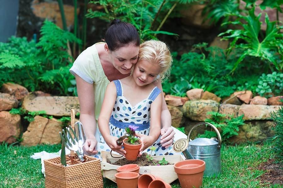Bigstock Mother and Daughter Gardening