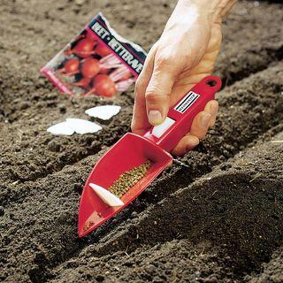Vibrating Hand Seeder