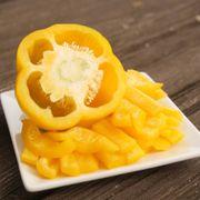 Park's Whopper Hybrid Yellow Bell Pepper Seeds Alternate Image 1